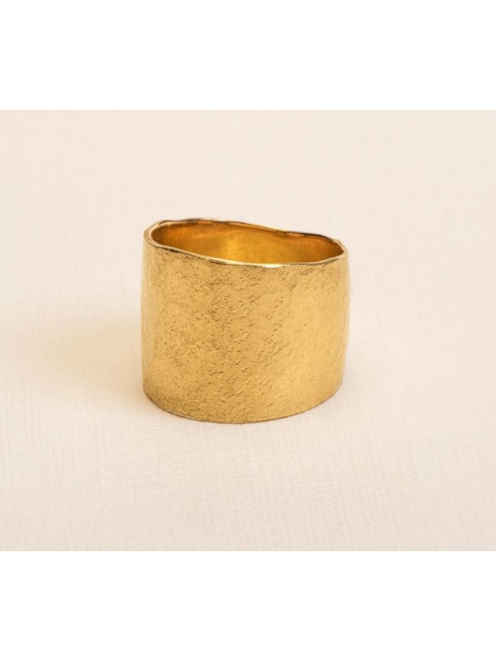 Wouters & Hendrix 18kt Gold hammered statement Ring RGC031